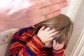 Школьник пожаловался педагогу на истязания со стороны отчима