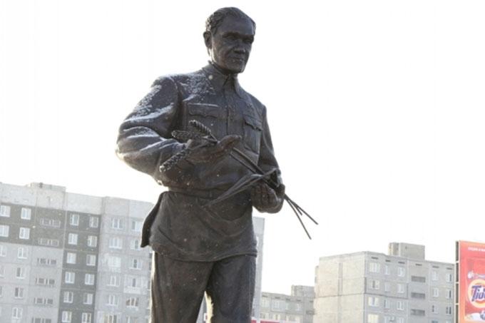 В Кургане установлен памятник Терентию Семеновичу Мальцеву