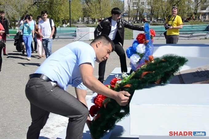 День Победы объединяет всех. Иностранные студенты Шадринского вуза почтили память погибших в ВОВ