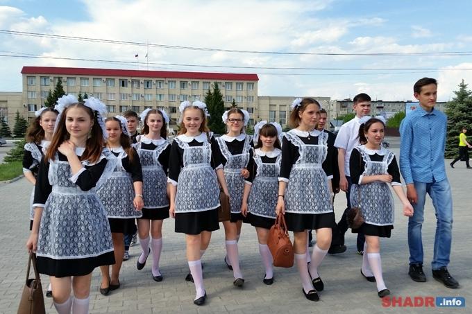 Более чем для 900 выпускников Шадринска в 2016 году прозвучат последние звонки