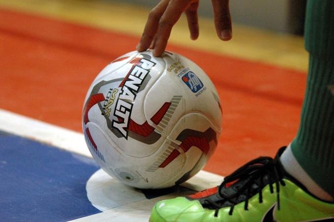 В чемпионате Шадринска по мини-футболу идет борьба за третье место