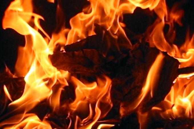 Шадринец пострадал при пожаре в многоквартирном доме