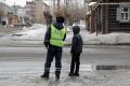 Сотрудники ГИБДД воспитывают шадринских пешеходов