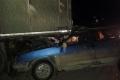 В Шадринске водитель легковушки въехал в стоящий грузовик