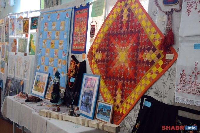В Шадринске открылась крупнейшая городская выставка творческих работ