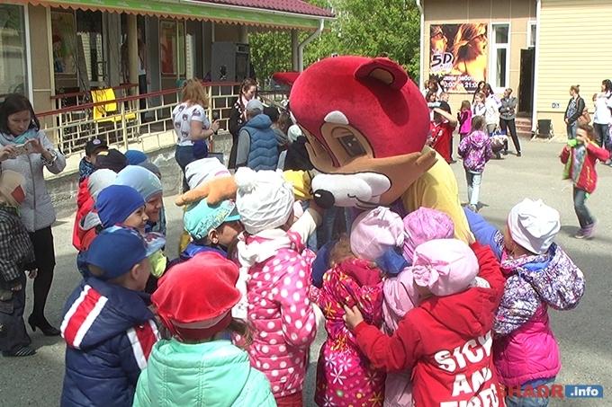 Юных шадринцев поздравили с Днём защиты детей