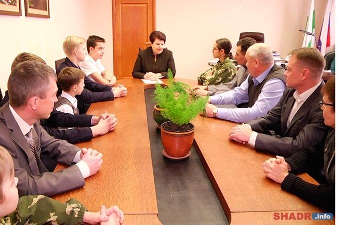 Глава города Шадринска встретилась с представителями военно-патриотического клуба «Феникс»