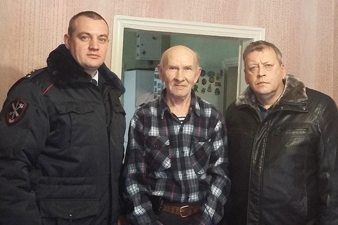 Сотрудники МВД посетили ветеранов-инвалидов