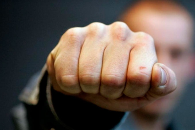 В Кургане мужчина ударил сотрудника полиции