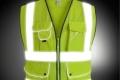 Вступили в силу изменения ПДД, по которым водители должны надевать светоотражающие жилеты или куртки