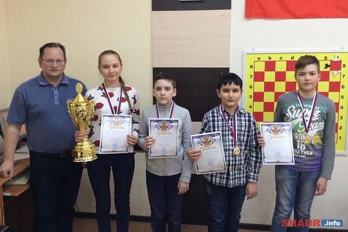 Школьники из Шадринска - победители областного шахматного турнира