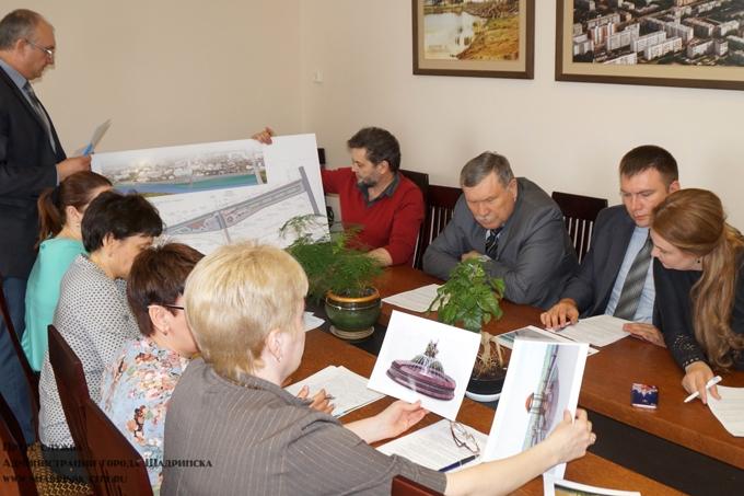 В администрации города обсудили эскизы фонтана и набережной
