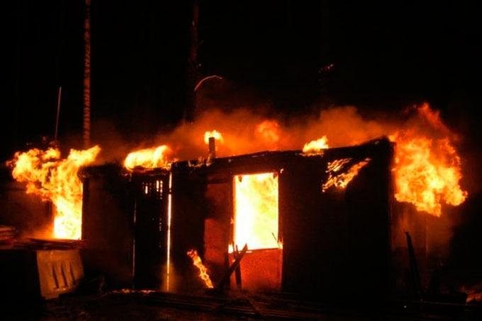 В Кетовском районе в пожаре погибли двое мужчин