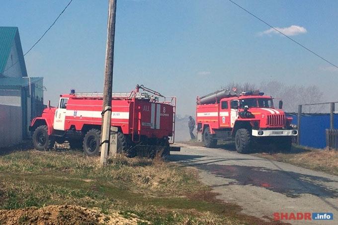 В посёлке Осеево горят кусты