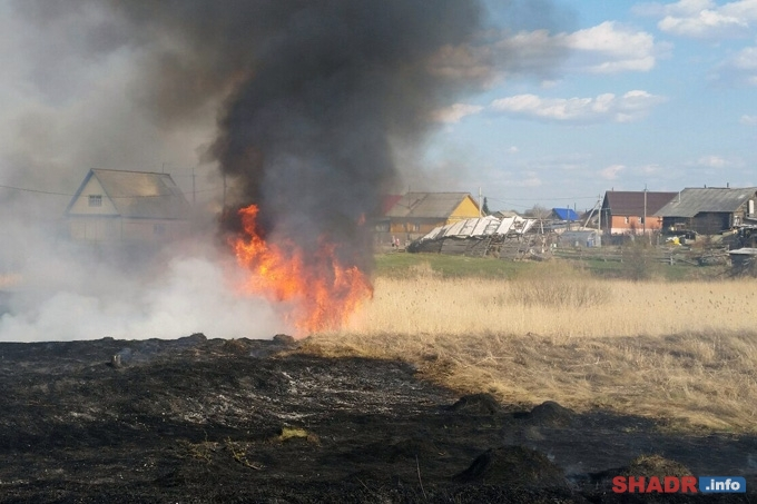 За трое суток в ходе ликвидации пожаров на зауральскую землю сброшено 195 тонн воды