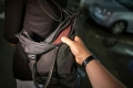 В Шадринске неустановленный открыто похитил у женщины сумку