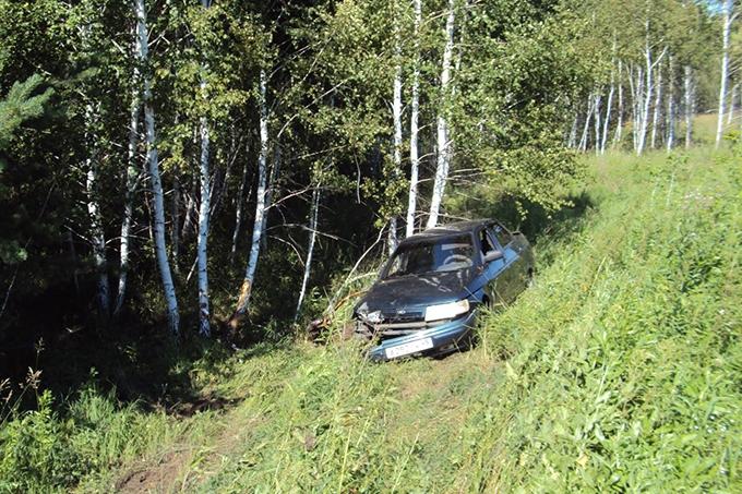 Пьяный водитель допустил опрокидывание автомобиля, в котором ехали дети