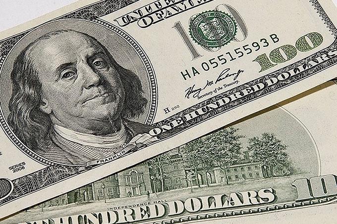 Курс доллара превысил 67 рублей впервые с августа 2016 года