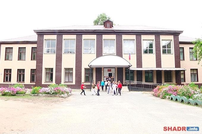 Обновленный фасад стал подарком для учеников и коллектива Шадринской школы № 20