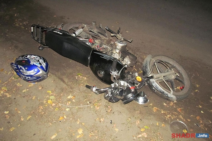 При столкновении трактора и мотоцикла пострадали двое