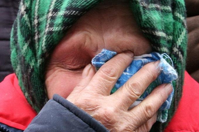Нападавшие ударили пенсионерку и похитили термопот