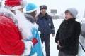 Волонтёры раздавали мандаринки автомобилистам