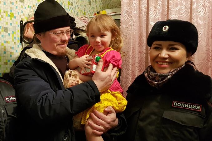 Полицейские поздравили с Новым годом шадринские семьи