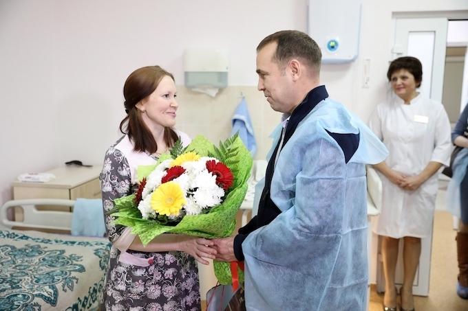 Вадим Шумков поздравил семью, у которой в Рождество родился малыш