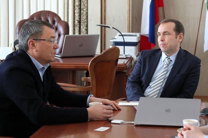 Открытие офтальмологического центра в Шадринске обсудили Вадим Шумков и Олег Шиловских