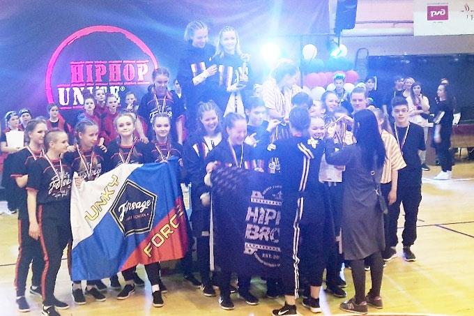 Курганские представители хип-хопа и фитнес-аэробики — победители окружных состязаниях
