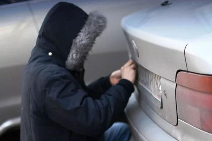 Задержан подозреваемый в хищении регистрационных знаков с автомобилей