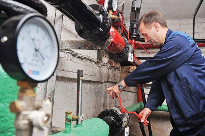 """Сотрудники """"КГК"""" завершают запуск горячего водоснабжения"""