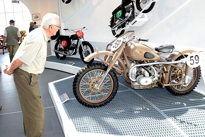 Ветераны ШААЗа побывали в Музее автомобильной техники УГМК