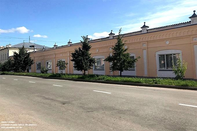 Фасады исторических зданий в центре Шадринска обновляются