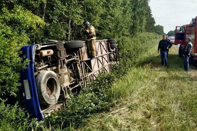 В Курганской области перевернулся пассажирский автобус