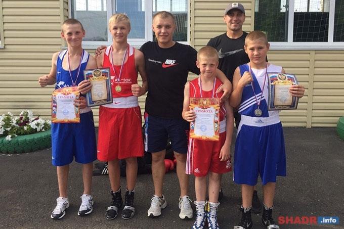 Шадринские боксеры вернулись с победами с регионального турнира