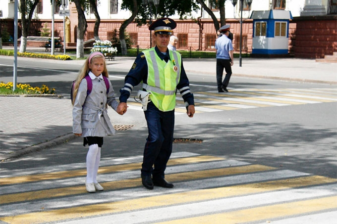 """""""Внимание - дети!"""": Сотрудники ГИБДД призывают водителей и пешеходов быть внимательными"""