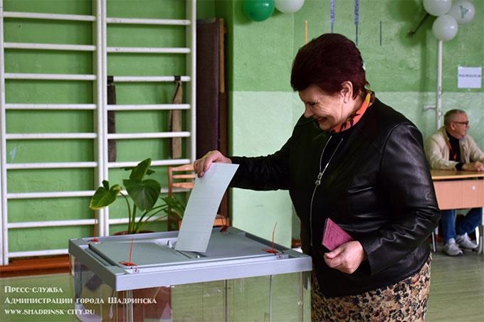 В работе участковых избирательных комиссий задействовано более четырехсот шадринцев