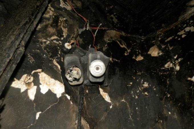 Пожар, возникший из-за неисправной проводки, унес жизни двух человек
