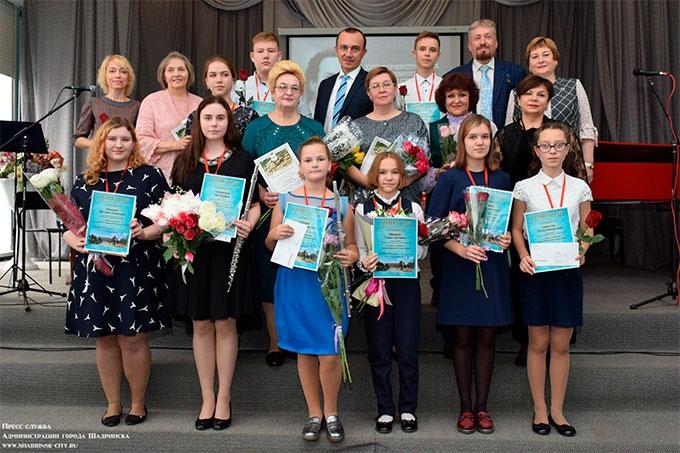 Юным талантам вручили стипендии имени Геннадия Фофанова