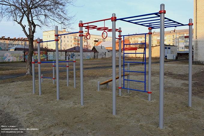 В шадринских школах устанавливают спортивные площадки