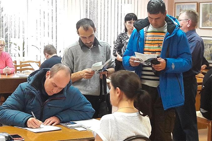 На ярмарке «Работа есть!» городские предприятия представили более 80 вакансий