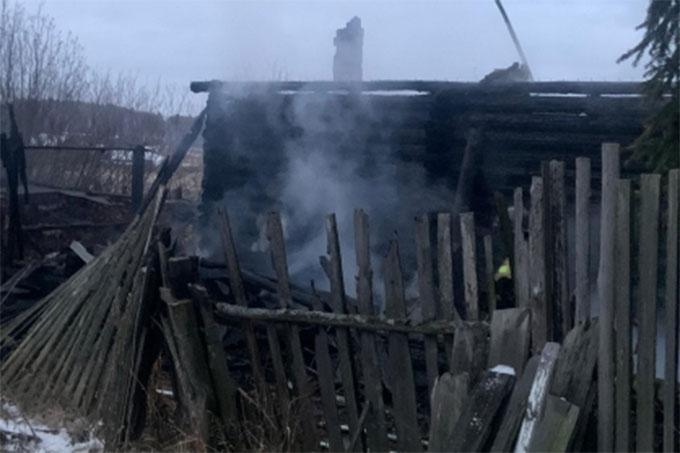 В деревне Тебенякское в ходе тушения пожара обнаружена погибшей женщина