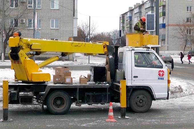 По улице Свердлова в Шадринске идет установка новых светодиодных светофоров