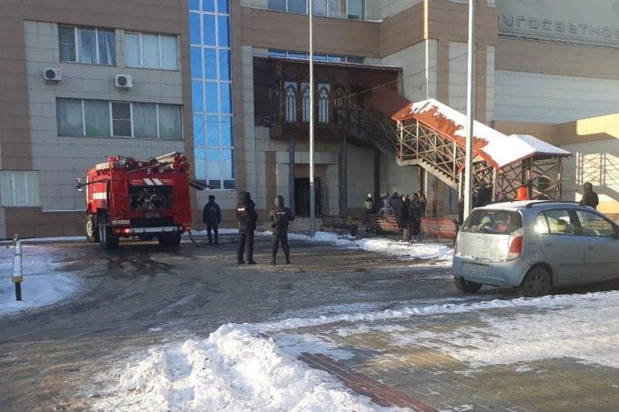 В ходе тушения пожара в банном комплексе в Кургане спасено 30 человек