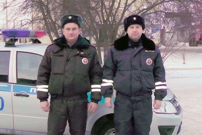 Инспекторы ГИБДД спасли из пожара семью