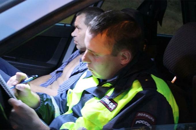 Житель Шадринска в новогоднюю ночь применил насилие в отношении инспектора ДПС