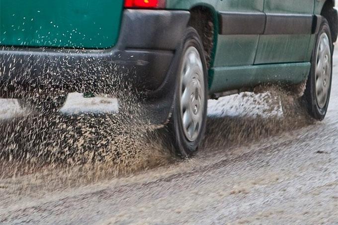 На дорогах области сложная обстановка в связи с нестабильной погодой