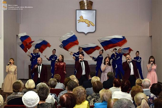 Курганской области 77 лет: в Администрации города состоялся праздничный концерт