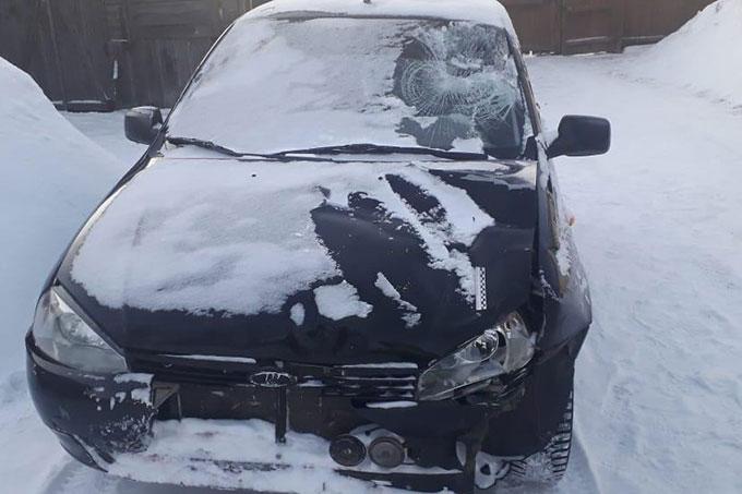 Водитель на автомобиле сбил 2-х пешеходов и скрылся